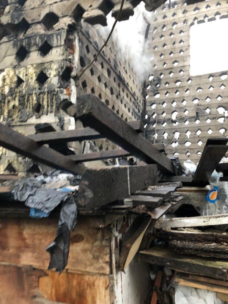 В Запоріжжі горів приватний будинок: двоє людей загинуло (фото)