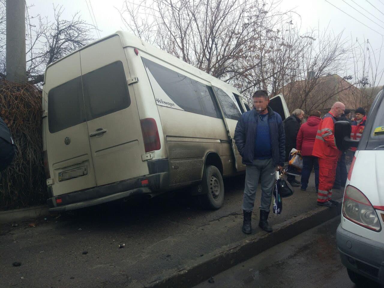 В Запоріжжі маршрутка зіткнулася з легковиком: є постраждалі