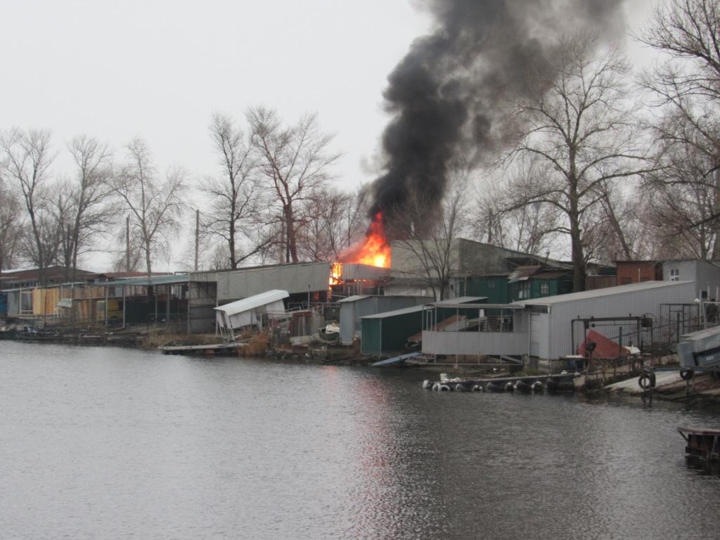 В Запоріжжі на причалі палало декілька споруд (фото)
