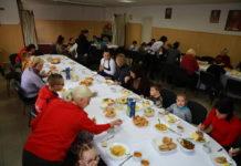 Запорізькі чиновниці підготували обід для дітей