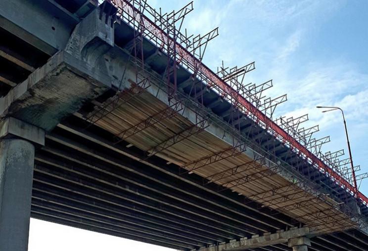 Байкери зіштовхнули сторожа з мосту: чоловік в реанімації
