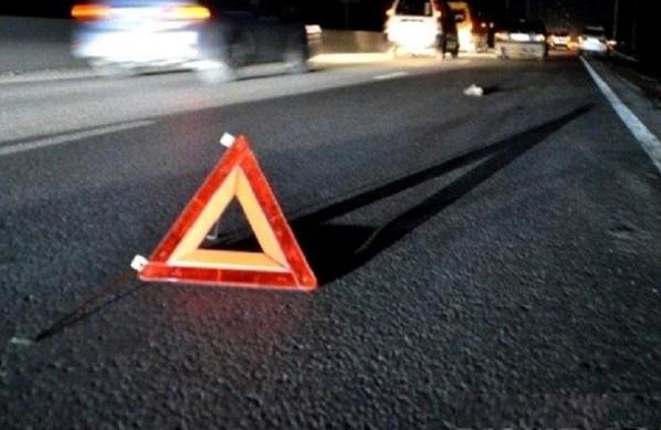 На перехресті по Каховській ДТП: водія «занесло» на зустрічну, а потім у клумби (відео)