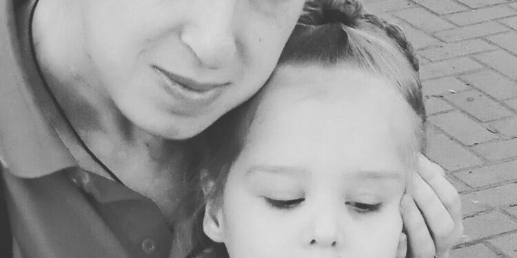Четырехлетнему ребенку из Запорожья, которая перенесла два инсульта, требуется лечение за рубежом